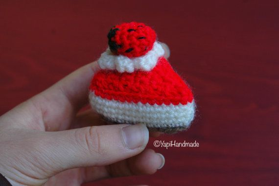 Crocheted Strawberry Cheesecake (available on YapiHandmade Etsy store)