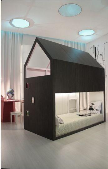 Ein Designerhaus für Kinder, direkt im Kinderzimmer. Mit dem IKEA Kura Bett wird das möglich. Noch etwas handwerkliches Geschick und fertig ist das Traum