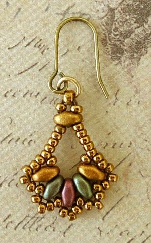 Linda's Crafty Inspirations: Playing with my beads...Duo Fan Earrings