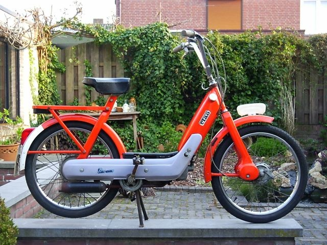 I had one just like this and loved it! Unfortunately the familyshed got stuffed and I sold it. But someday I will own another Vespa Ciao from the  seventies.