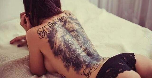 Tatuaje sexy pe spate pentru fete