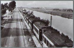 Alkmaar Trambaan langs het Noord-Hollands Kanaal tussen Alkmaar en Koedijk Dateringca. 1950