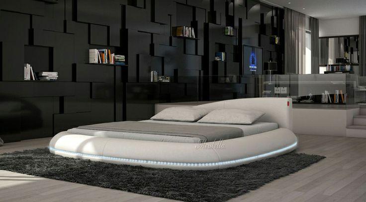 Bed Llantas Design rond tweepersoonsbed vervaardigd uit hoogwaardig kunstleer (Pellini-leer). Dit is een kunststof product, met de uitstraling van echt leder en is ijzersterk Het bed is geheel rond in wit leer. Het bed is verkrijgbaar in matrasmaat (let op: matrassen worden niet meegeleverd!) 180x200 Het bed wordt met standaard lattenbodem geleverd. http://www.meubella.nl/slaapkamer/bedden/2805-bed-llantas-led.html
