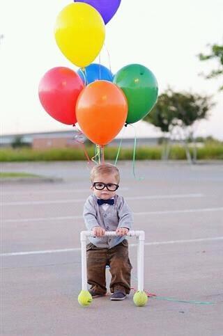 What a fun idea for a 1st year birthday photo!