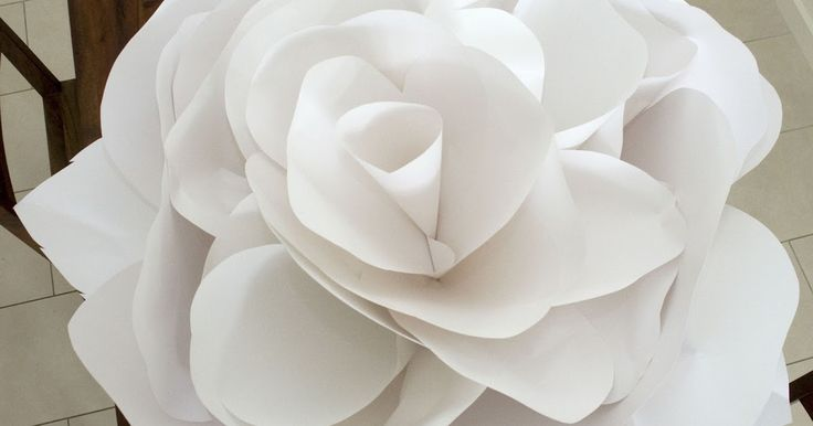 My giant paper flower  is one of my most looked up items on my blog with whopping 123,647 views over the last four years. Do people stil...