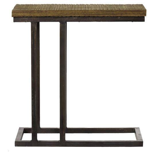 Ham ahşap üst yüzeyi ve patineli, eskitmeli metal iskeleti ile asimetrik Bauhaus sehpamız, aynı adlı tasarım hareketine selam gönderiyor. Küçük ve derli toplu hatları, koltuk veya kanepe yanında olduğu kadar duvar dibinde tek başına da kullanılabilmesini sağlıyor. Ham ahşap üst yüzey. Eskitilmiş patineli siyah iskelet.