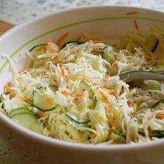 Salade de chou blanc à la japonaise (chou, concombre, carotte, sésame)