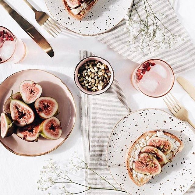 such a pretty lunch with figs, bread & pretty drinks.