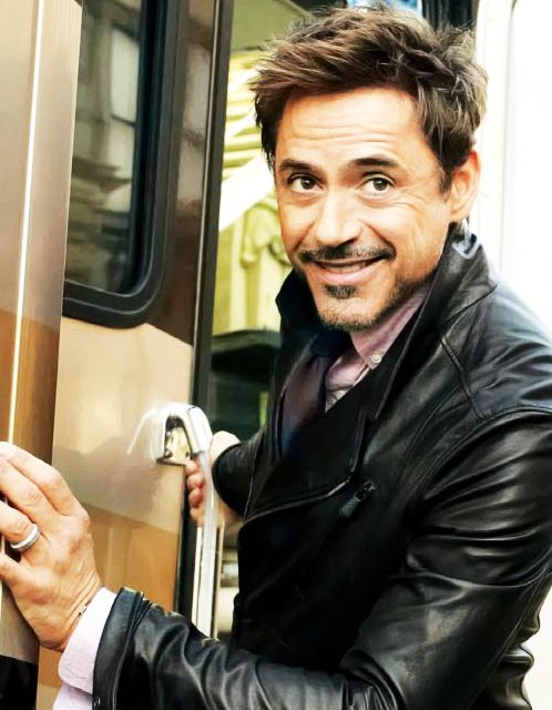 """Never underestimate the power of a smile...  """"share"""" if this made you smile  how can you NOT smile when you see RDJ?"""