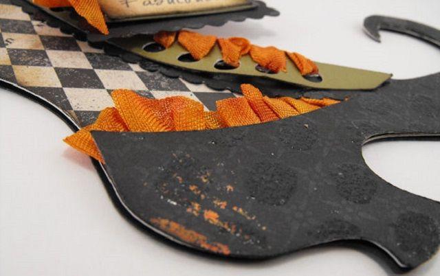 Per i lavoretti di Halloween, vediamo come fare una decorazione con le scarpe da strega.