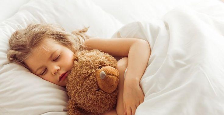 Kindliches Schnarchen muss behandelt werden, um das Risiko von Entwicklungsstörungen und neurokognitiven Defiziten zu minimieren. Denn Schnarchen im Kindesalter ist keineswegs harmlos.