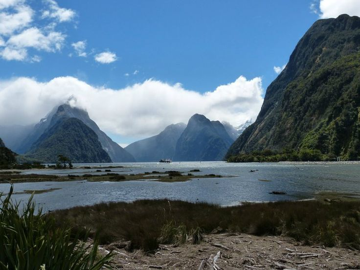 Milford Sound - Fiordland National Park in New Zealand