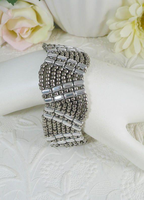 how to make bead woven bracelets