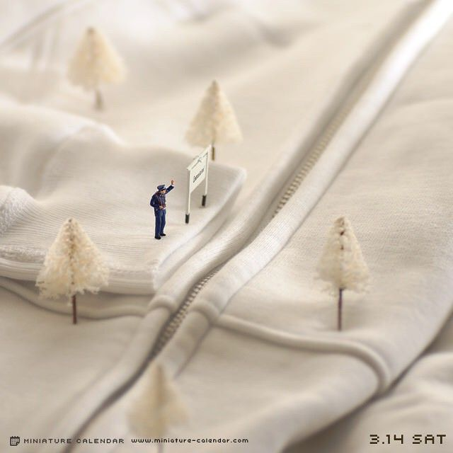 Japanese Artist Creates Fun Miniature Dioramas Every Day For 5 Years | Bored Panda
