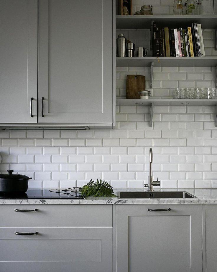 """224 gilla-markeringar, 8 kommentarer - @pickyliving på Instagram: """"Öppna hyllor i köket är perfekt för att skapa ett mer luftigt intryck. Så snyggt! """""""