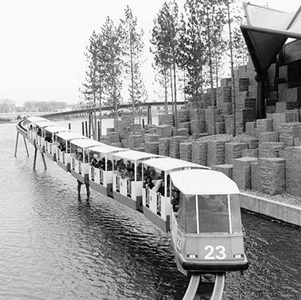 Minirail au-dessus de l'eau à l'Expo 67.