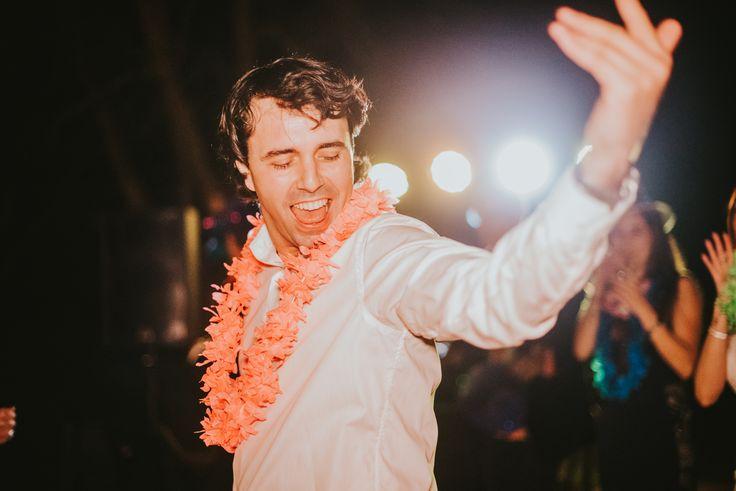 Ofrecer cotillón en vuestra boda puede ser una forma divertida de animar a vuestros invitados. Accesorios con formas divertidas