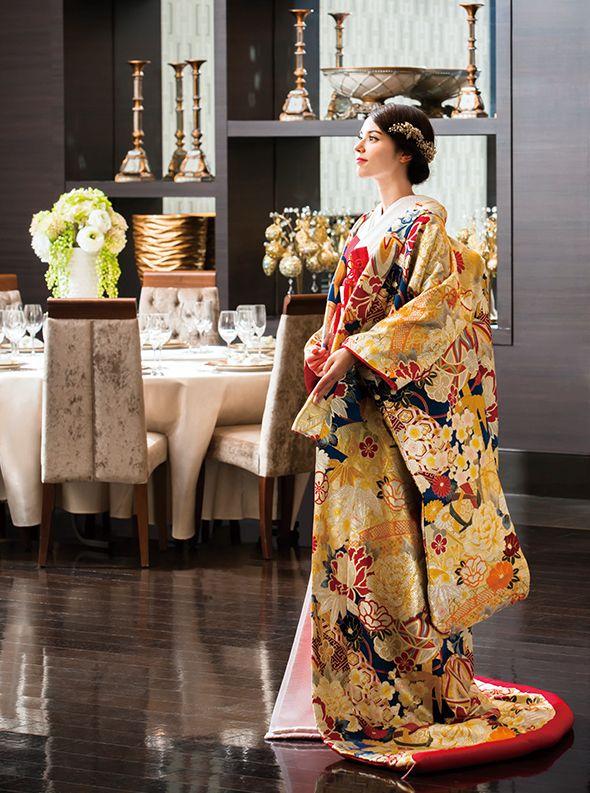 アクア・グラツィエがセレクトした、和装、まりに扇面(ウチカケ748 紺)をご紹介いたします。