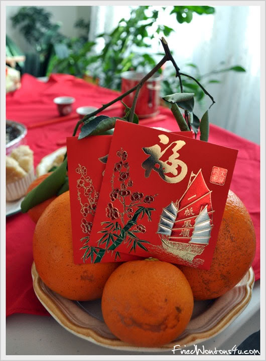 A popular display for the new year, tangerines oranges with red envelopes symbolize gold for wealth prosperity in the new year. #chinese new year Http://patricialee.me