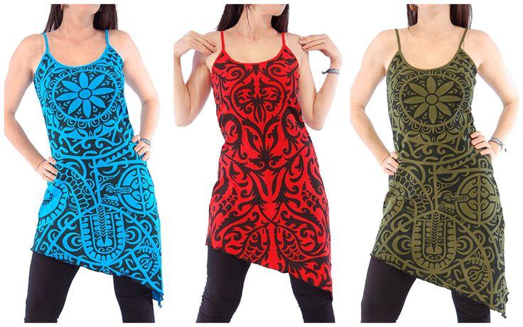 Robe à bretelles, coupe asymétrique, et imprimés tribaux style tatouages Maoris.  Fines bretelles. Coupé de biais, se terminant en pointe sur un des côtés. Imprimés tribaux de style tatouages Maoris, motifs Inca ou Aztèques selon le modèles.  Cette robe est parfaite pour pour l' été, peut être portée avec un legging.  Vêtement original, de mode ethnique avec un petit psychédélique dans ses motifs, vous ferez fureur lors de soirée trance / ou festivals avec cette robe !!