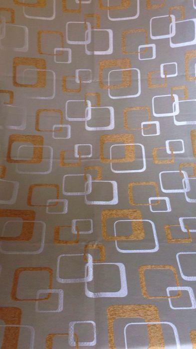 5.48 meter van een vintage ruimtetijdperk damask weefsel met gouden draden - Italië einde van de 20e eeuw  Prachtige en zeldzame nieuwe oude voorraad: 5.48 meter van een heldere en zeldzame damast stof met een typische ruimtetijdperk decoratieOpgebouwd uit 2 x kleren 274 x 1.42 m elk formaat. Stoffering en gordijnen. Perfect voor moderne vintage meubels.Decoratie: geometrische patroon van de jaren 1970. De glanzende vierkantjes elkaar kruisende hebben afgeronde hoeken maar verschillende…