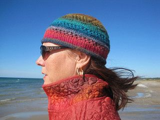 Happy Thanksgiving! Pattern is FREE, until Monday, at 11:59 p.m., to celebrate Thanksgiving in Canada, closing up the cottage for winter, and the last days of knitting on the beach…