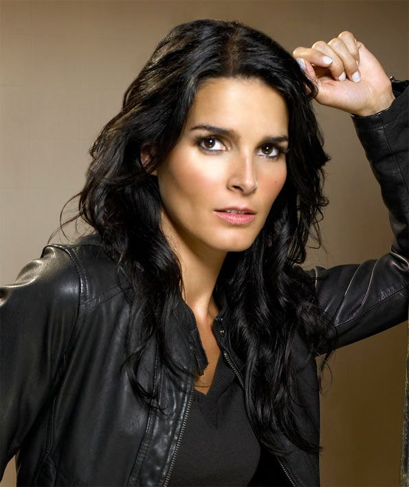 Angie Harmon-Rizzoli & Isles...how did I not know about this show?! I need cable...