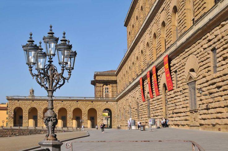 La Galería Palatina conserva una de las colecciones más importantes de arte del Renacimiento con obras de Rafael, Tiziano, Caravaggio, Rubens, etc., ubicada en el primer piso del Palacio Pitti.