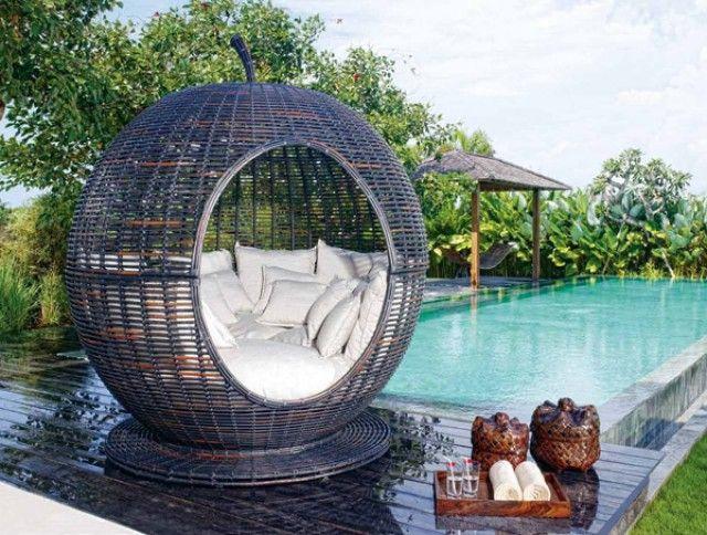 Кровать плетёная Iglu арт.2907 Эта оригинальная модель в форме яблока послужит для отдыха в отеле, бассейне, спа-салоне, санатории, либо на любимой даче.  Благодаря свойствам синтетического волокна ротанга: -УФ-устойчивый -Высокопрочный -Экологически чистый -Химически стойкий -Устойчивый от температурных и агрессивных влияний окружающей среды (не подвержен выцветанию и деформациям).  http://elpaso-studio.ru/2476-thickbox_default/krovat-pletjonaja-iglu-art-2907.jpg