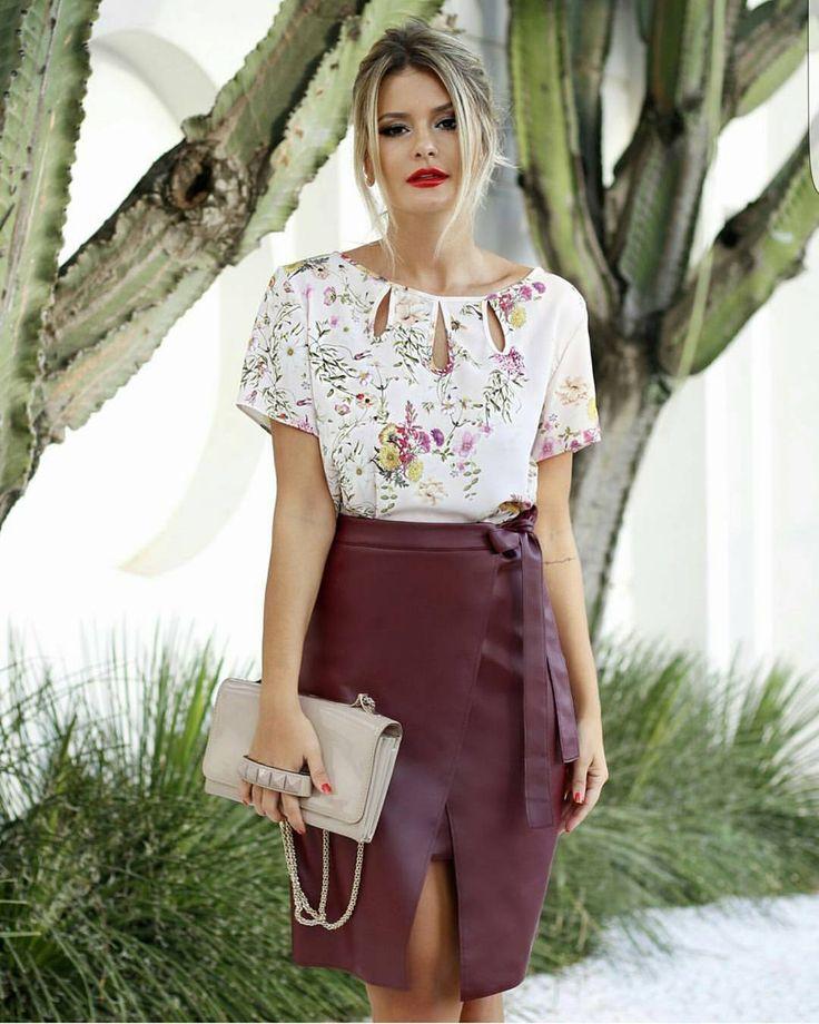 Look perfeito ❤ Blusa Julieta e Saia Midi Couro Ecológico Vinho.  Tudo no site www.mells.com.br ✔  🔸 Blusa R$ 129,90.  🔸 Saia R$ 135.  ✔ Parcel… | moda in 2019 | High waisted skirt, Fashion, Leather skirt