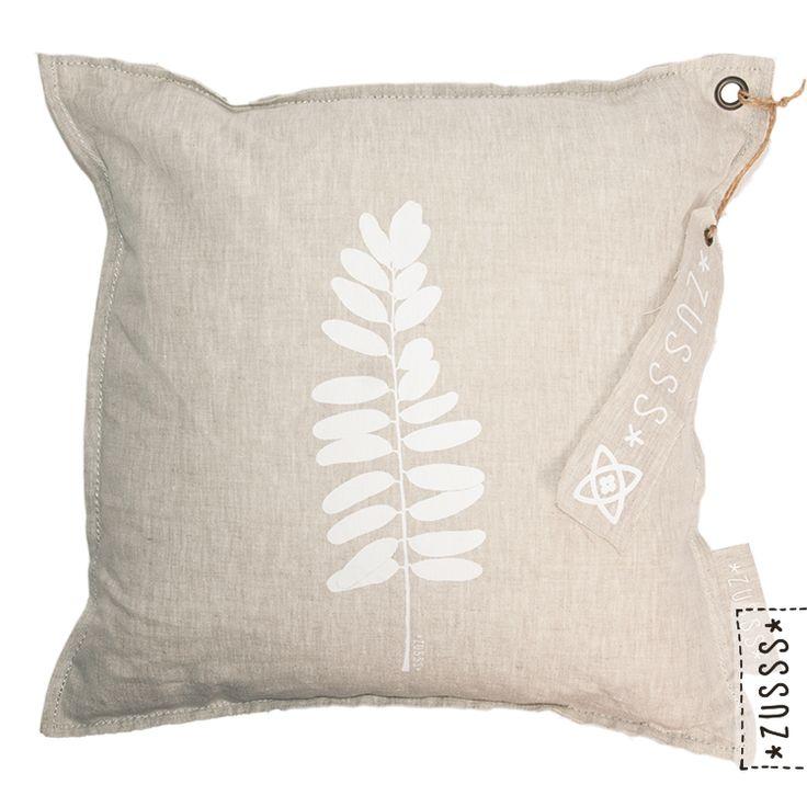 Zusss l Kussen botanisch eucalyptusblad peper & zout l http://www.zusss.nl/product/kussen-eucalyptusblad-peper-zout/