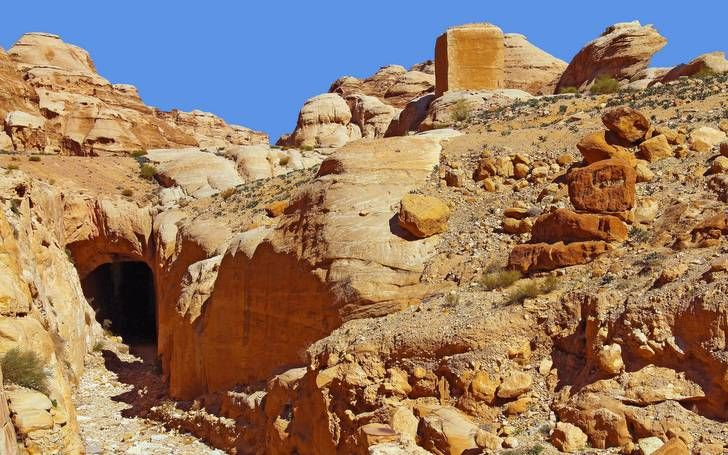 Antik Baraj, Petra