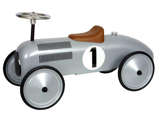 Deze prachtige Jean Retro Roller loopauto in zilveren kleurstelling is gebaseerd op de stijl van de formule 1 wagens van vroeger.