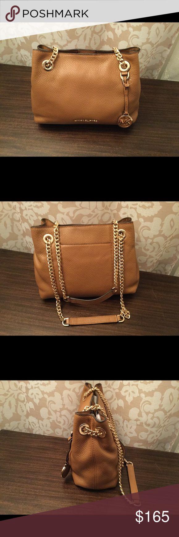 "Michael Kors jet set chain handbag Michael Kors jet set chain handbag.                      Dimensions 9-7/8""W x 7-1/8""H x 4""D Michael Kors Bags Shoulder Bags"