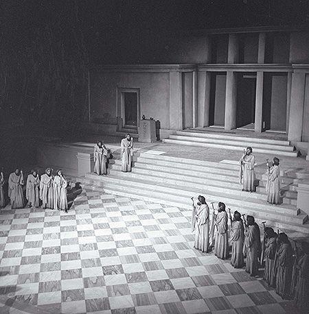 Ορέστεια του Αισχύλου, Εθνικό Θέατρο. Ωδείο Ηρώδου Αττικού, 1949. Φωτογραφικό Αρχείο Μουσείου Μπενάκη. Φωτ.: Δημήτρης Χαρισιάδης