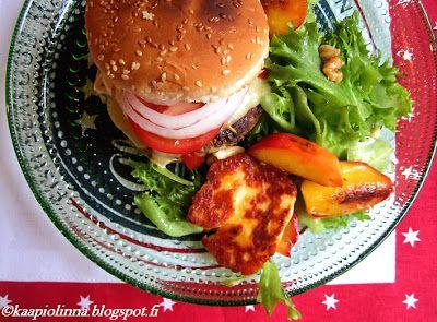 Kääpiölinnan köökissä: The four horseburgers - hevoshampurilaisia ja halloumi-nektariinisalaattia