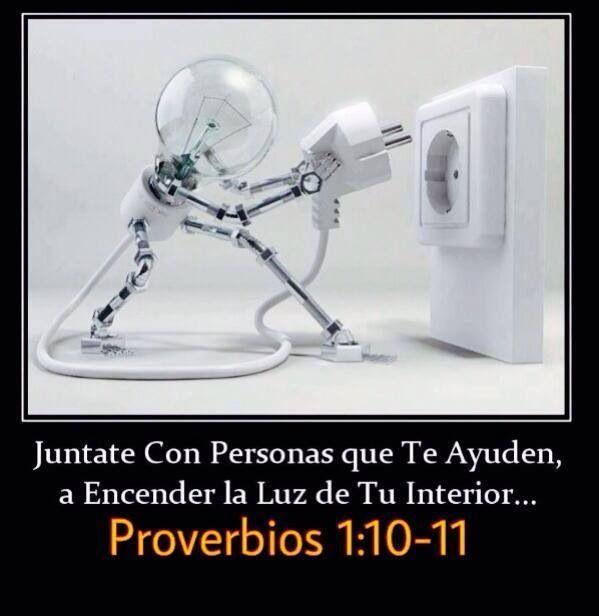 Hijo mío, si los pecadores quieren engatusarte, ¡dales la espalda! Quizás te digan: «Ven con nosotros. ¡Escondámonos y matemos a alguien! ¡Vamos a emboscar a los inocentes, solo para divertirnos! (Proverbios 1:10, 11 NTV)