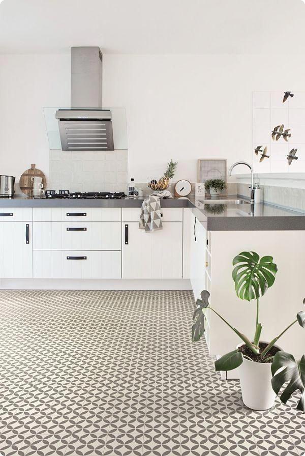 Versailles Victorian Ceramic Tile Effect Cushioned Flooring