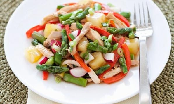 A crunchy combo of Asian vegetables and tender morsels of chicken. Marinating your chicken is the key to infuse this exotic chicken salad with memoirs of China.