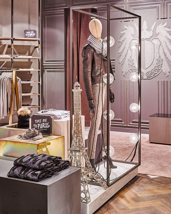 Сногсшибательный дизайн бутика женской одежды