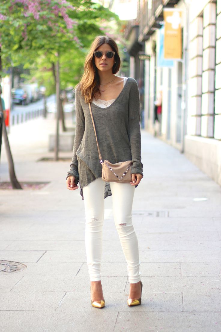 trendy_taste-look-outfit-street_style-ootd-blog-moda_espaa-fashion_spain-vaqueros_rotos.nude_jeans-cline-sunnies-gafas_de_sol-mas34-caqui-knitwear-jersey_punto-oversize-12 | More outfits like this on the Stylekick app! Download at http://app.stylekick.com