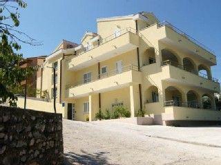 Réservez votre maison de vacances Okrug Gornji, comprenant 9 chambres pour 30 personnes. Votre location de vacances Ciovo à partir de 47 € la nuit sur Homelidays.