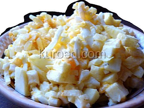 Салат из кальмаров с яблоками и яйцами