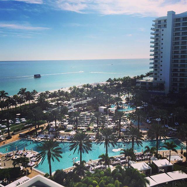 Miami Beach. Just enjoying ☀️ ----------------------- #truebleaumoments #hotel #luxuryhotels #miamibeach #fountainbleu #view #ocean #beach #sunny #bluesky #holiday #resetips #usatips #pool #worldtravelig #travelfollow #instatravel #lovetotravel #bucketlist #happy #instapassport #visitmiami #visitflorida #hotelinspiration #inspiration