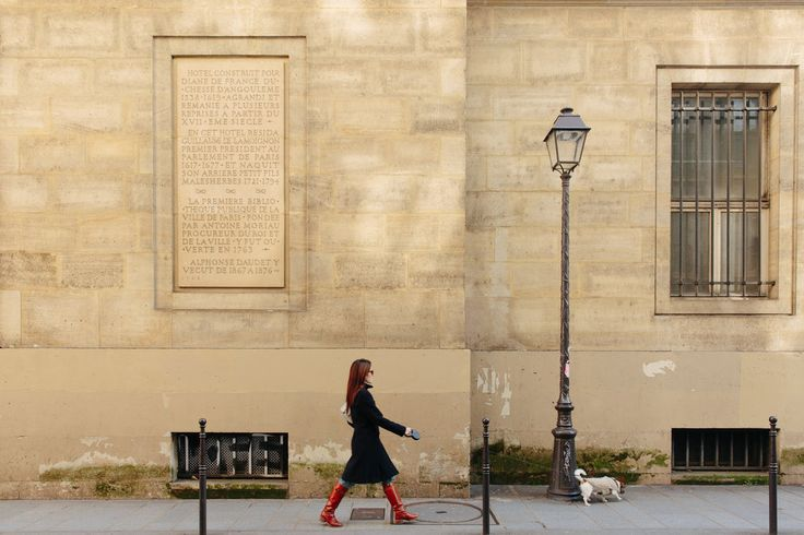 Amid the chic cafes and boutiques in the Marais district, the author finds footnotes of antiquity around every corner.