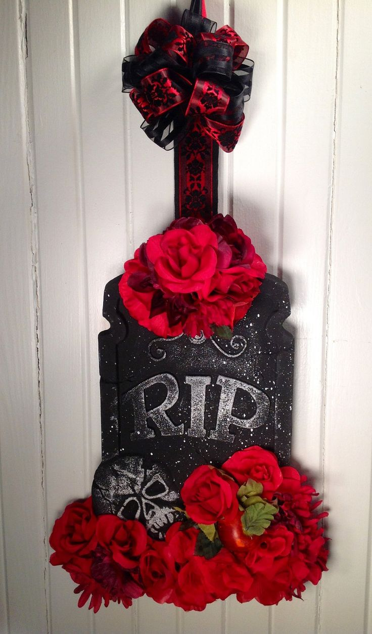 Halloween Wreath, Fall wreath, Tombstone Wreath, Halloween Decor. This could be fun to make.