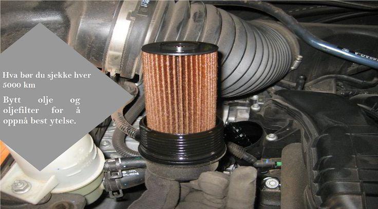 Vedlikeholdsoppgaver hver 5000 km Bytt olje og oljefilter. Selv om oljen tåler lengre intervaller, så vil oljen etterhvert begynne å forbigå filteret og gå tilbake i beholderen. Dette sikrer at motoren ikke tørker ut. Det betyr også at all skitt og uønskede partikler ikke ødelegger motoren. Ved å bytte oljefilteret hver gang du bytter olje, er sjansene for at dette skjer mye mindre. #dekkene