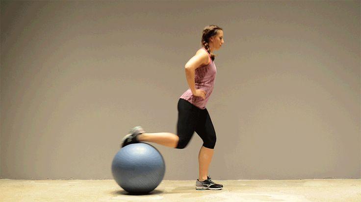 3. Zancada Posterior 1: Balón detrás, el suelo, levantar despacio pie derecho y la punta sobre balón. El tronco fuerte, manos en las caderas para equilibrar.  2: Equilibrio con pierna izquierda. La derecha se estira lo máximo posible hacia atrás, el balón rueda hasta llegar a la postura llamada de estocada. La parte derecha de la cadera te tira. 3: Con el muslo izquierdo y el tronco, vuelve a la posición original. 15 veces en cada pierna.