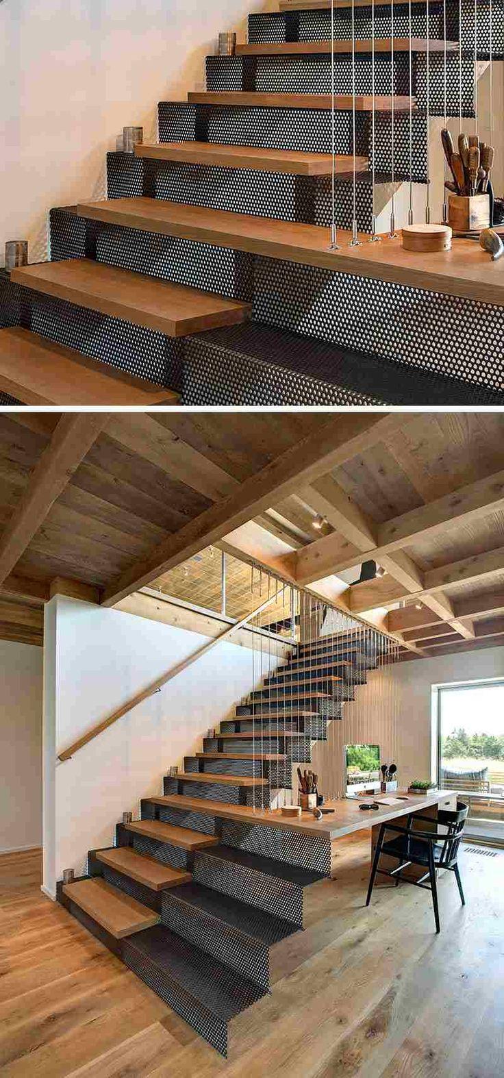 escalier de design moderne en métal perforé et bois qui se transforme en bureau