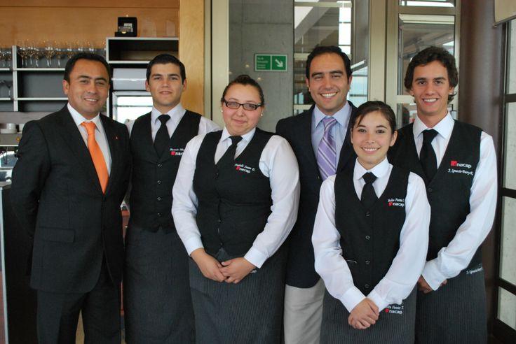 Sady Ugarte, coordinador carrera Hoteles y Restaurantes, alumnos, Víctor Ternicier, docente